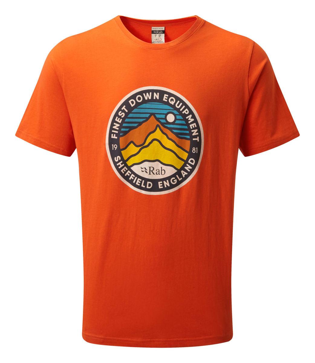 Oransje T-skjorte til herre med stort trykk foran