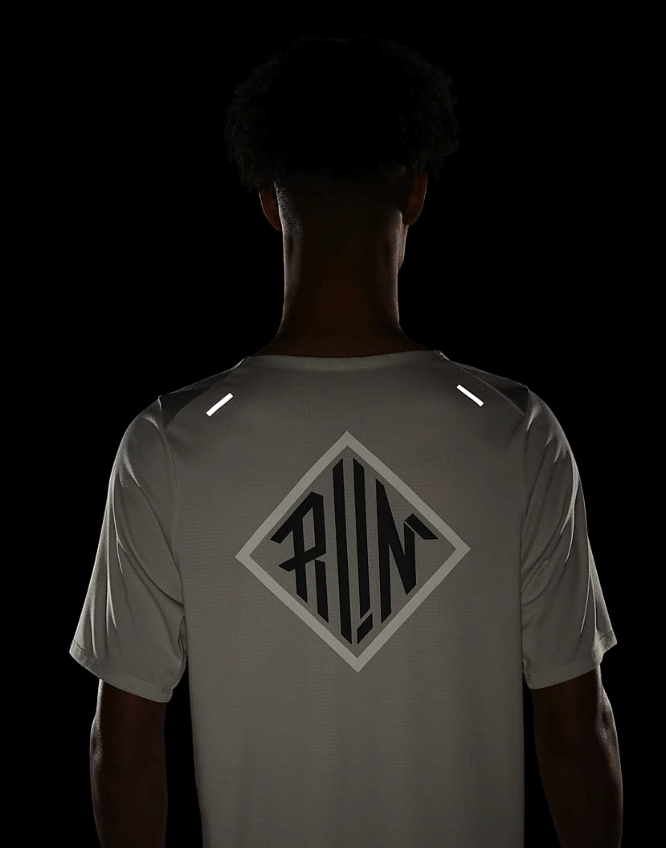Bilde av Nike M rise top CU5694-072