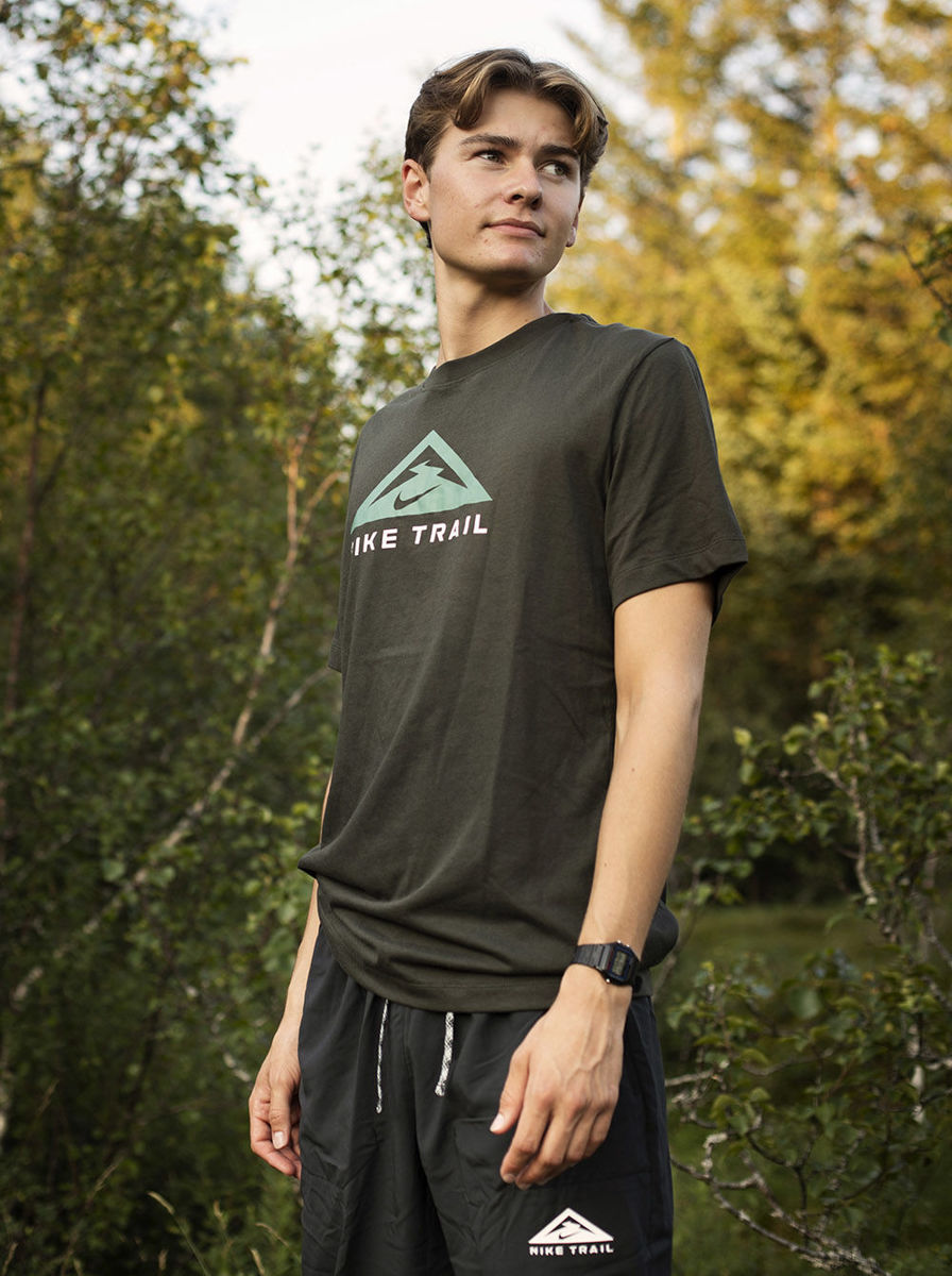 Bilde av Nike tee ss trail CZ9802-355