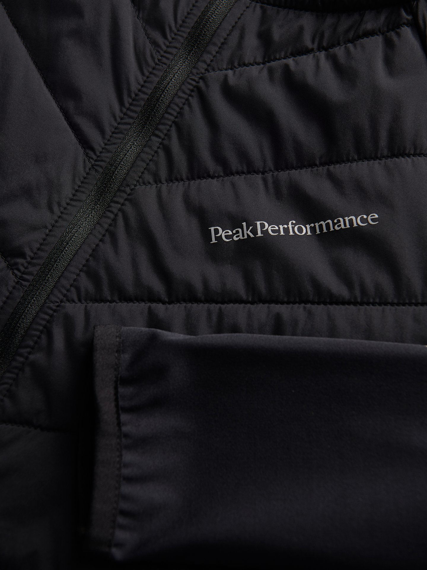 Bilde av Peak Performance  W Alum Jacket 020 Black