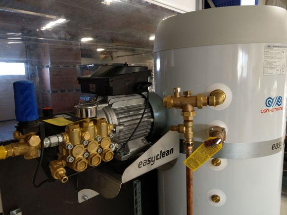 EasyClean MotorPumpe (21ltr/min 200bar) + 2 x 300ltr 15Kw varmtvannsbereder.