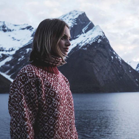 Bilde av Devold Svalbard Sweater High Neck hindberry/Offwhite